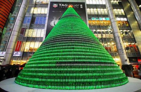 Árbol navideño de botellas recicladas