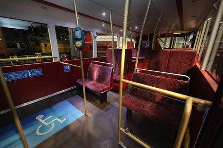 Ómnibus rojo de dos pisos de Londres - 4
