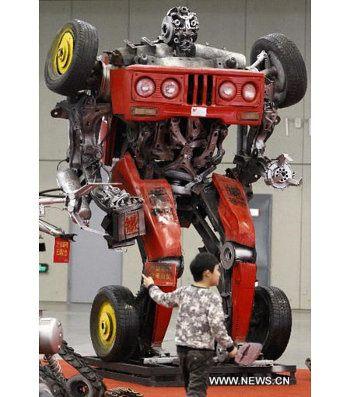 Más Transformers hechos con chatarra