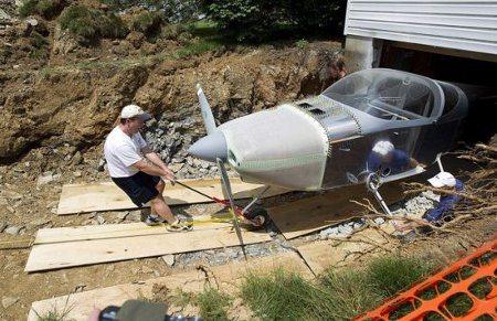 Hombre construyó avión en su sótano
