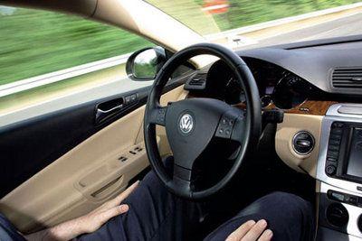 Volkswagen desarrolla sistema de conducción semiautomático
