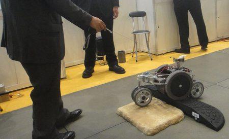 En Japón es desarrollado un robot que lleva las bolsas de las compras