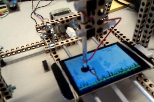 Este robot juega Angry Birds