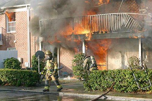 Hombre inicia un incendio al intentar convertir materia fecal en oro