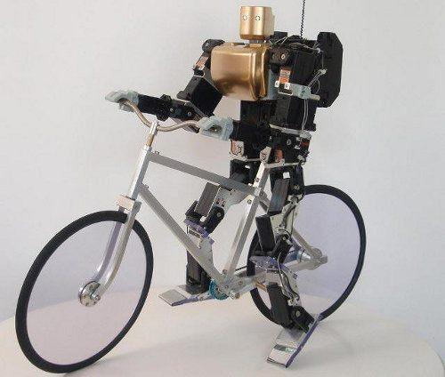 Este robot anda en bicicleta