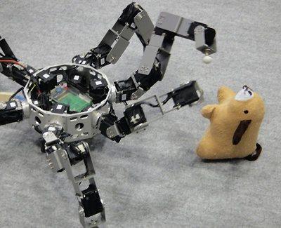 Admira a este robot insectoide y todas sus funciones