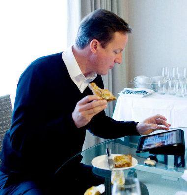 El primer ministro británico comienza a hacer uso del iPad