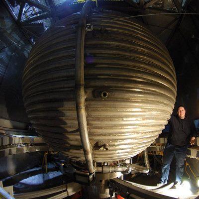 Esfera gigante de sodio líquido simula el centro de la Tierra