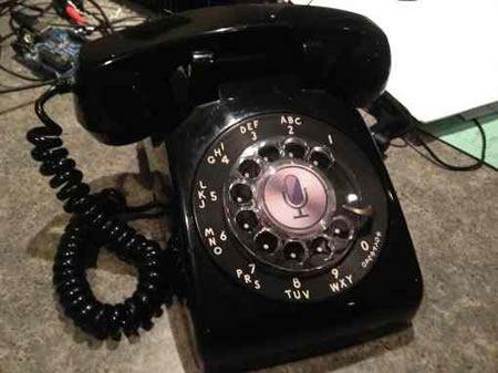 Siri ya puede hablar a través de un viejo teléfono