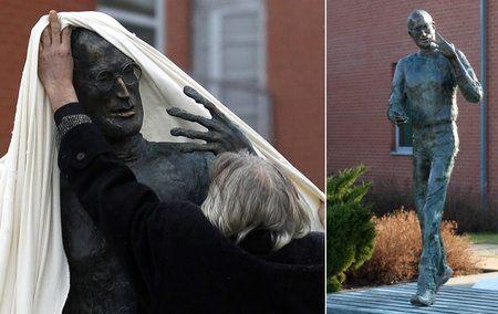 Steve Jobs ya cuenta con su primera estatua