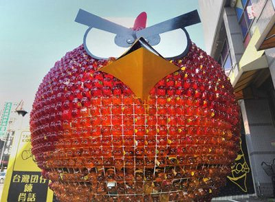 Candidata taiwanesa usa una estructura gigante de Angry Birds para su campaña presidencial