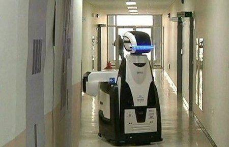 Robot-guardia patrulla una prisión de Corea del Sur