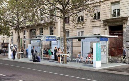 En París están siendo probadas nuevas paradas de bus con pantallas touch y WiFi gratuito