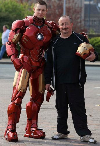 Genial traje de Iron Man hecho con cartón y fibra de vidrio2