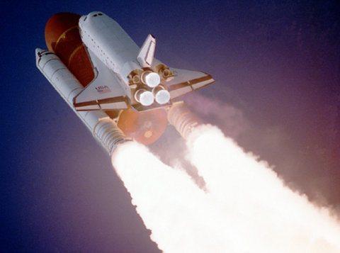 Joven de 19 años inventa sistema de propulsión para cohetes espaciales