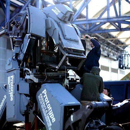 Vaudeville, un robot de 5 toneladas controlado mediante Kinect