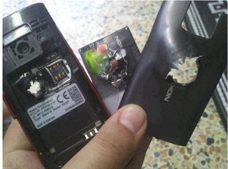 Nokia X2 detiene una bala y salva una vida en Siria