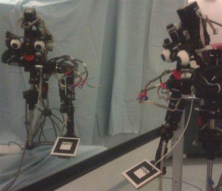 Si este robot puede reconocer su reflejo tiene conciencia de sí mismo