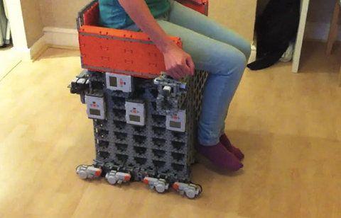Silla motorizada hecha con Legos