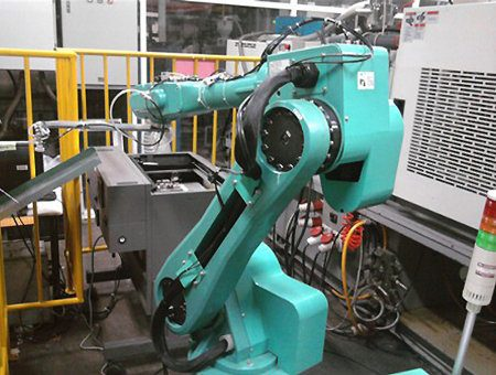 Foxconn comienza a desarrollar robots que fabricarán iPhones