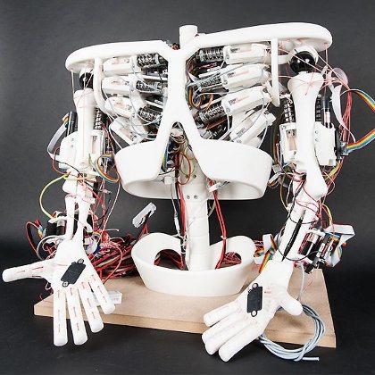 Investigadores suizos trabajan en un niño robot
