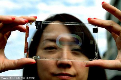 El móvil transparente podría ser una realidad sobre fin de año