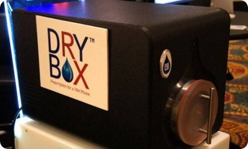 DryBox, un dispositivo que permite revivir móviles mojados