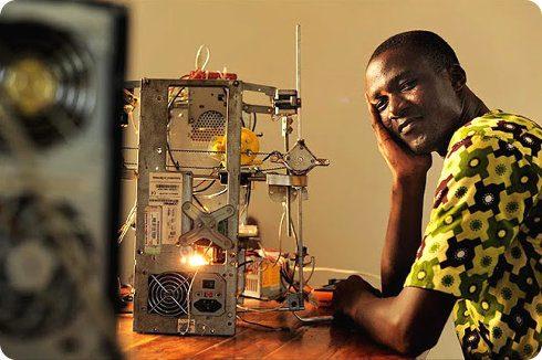 Un inventor africano crea su propia impresora 3D por menos de $100 dólares