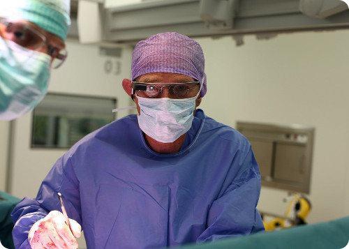 Doctores realizan una cirugía con ayuda de las Google Glass