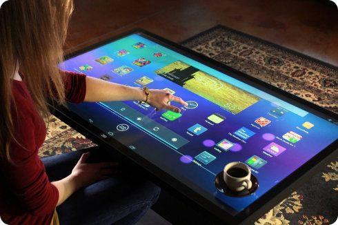 Mira esta mesa de centro que corre con Android