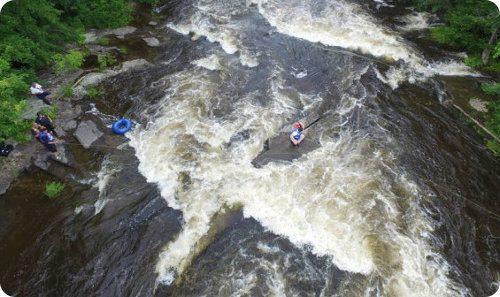 Canoístas son rescatados gracias a un dron