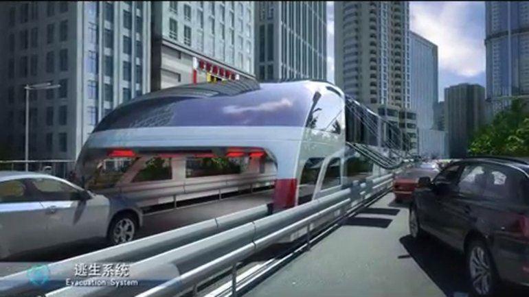 el autobús chino que pasa por ensima de los vehículos