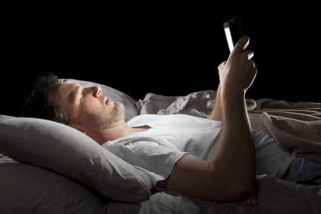 smartphones y tablets causan desorden en tu ciclo del sueño