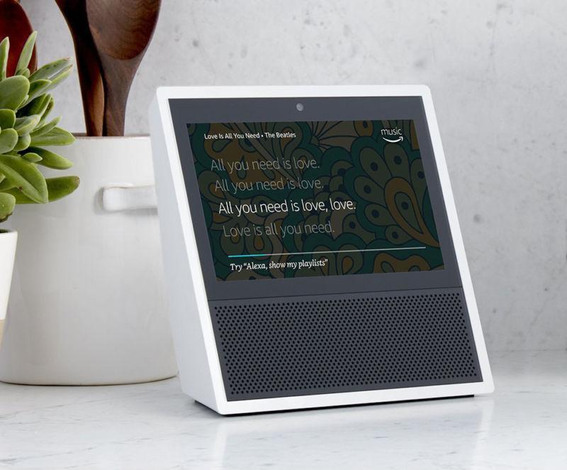 Amazon Echo Show destaca por su pantalla táctil