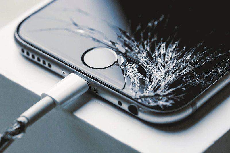 Una pantalla rota en tu iPhone es algo bastante común que le pasa a todos alguna vez, afortunadamente tiene solución.