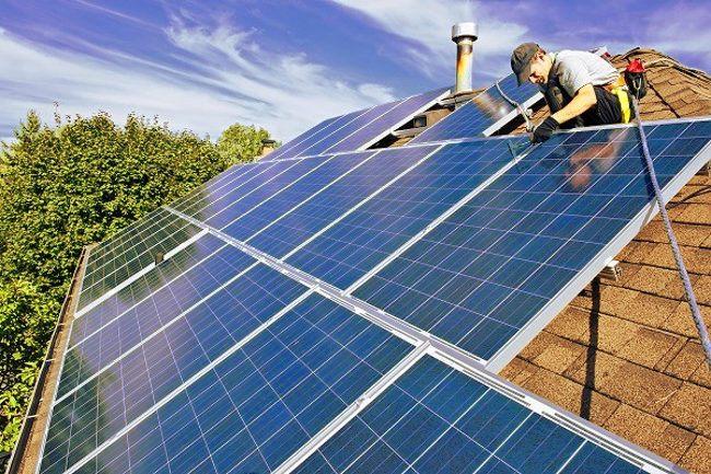 Los paneles solares son un clásico ejemplo de uno de los tipos de tecnología limpia que no afecta al medio ambiente