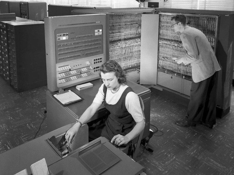 primer supercomputadora de la NASA, IBM 704 de 1957